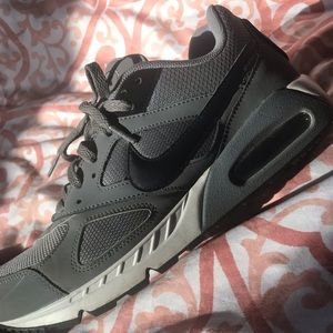 new styles bf6e0 37e11 Nike Air Max IBO gray shoes in size Men US 10.